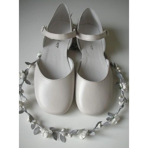 Sandalia redonda blanco roto.