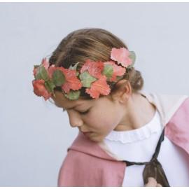 Corona de hortensias y clavelitos.