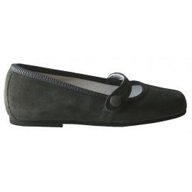 zapato con trabilla y calado