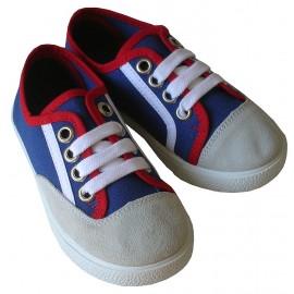 Zapatillas tricolor.
